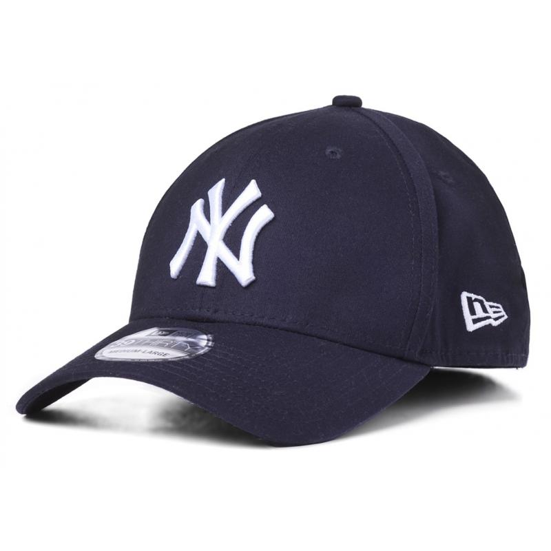 Šiltovka NEW ERA-3930 MBL BASIC NY Yankees Blue dark NOS - Šiltovka New York Yankees 3930 klasického vzhľadu je model s pevnou štruktúrovanou korunkou, ktorá presne kopíruje hlavu.