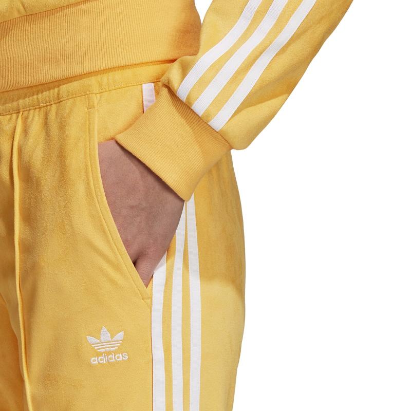 Dámske nohavice ADIDAS ORIGINALS-REGULAR TP CUF CHAORA - Dámske teplákové nohavice značky adidas Originals z jemného syntetického semišu.