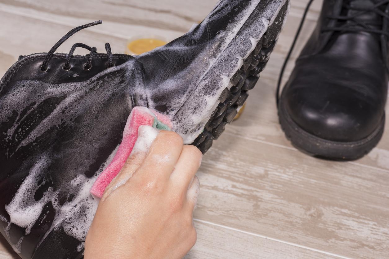 11bca4af992d9 Malá rada na záver: pri sušení vyplňte topánky novinovým papierom. Vďaka  tomuto triku vyschnú rýchlejšie. Ak sa novinový papier počas sušenia  premočí, ...